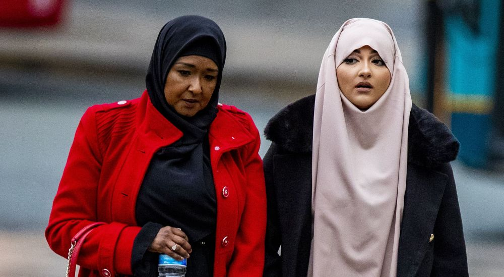 Amaani Noor (dreapta), considerată vinovată de finanțarea ISIS / foto: Hepta