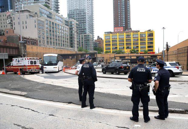 Atac armat în Jersey City. Doi agenţi de poliţie au fost răniţi, iar o parte dintre atacatori au uciși