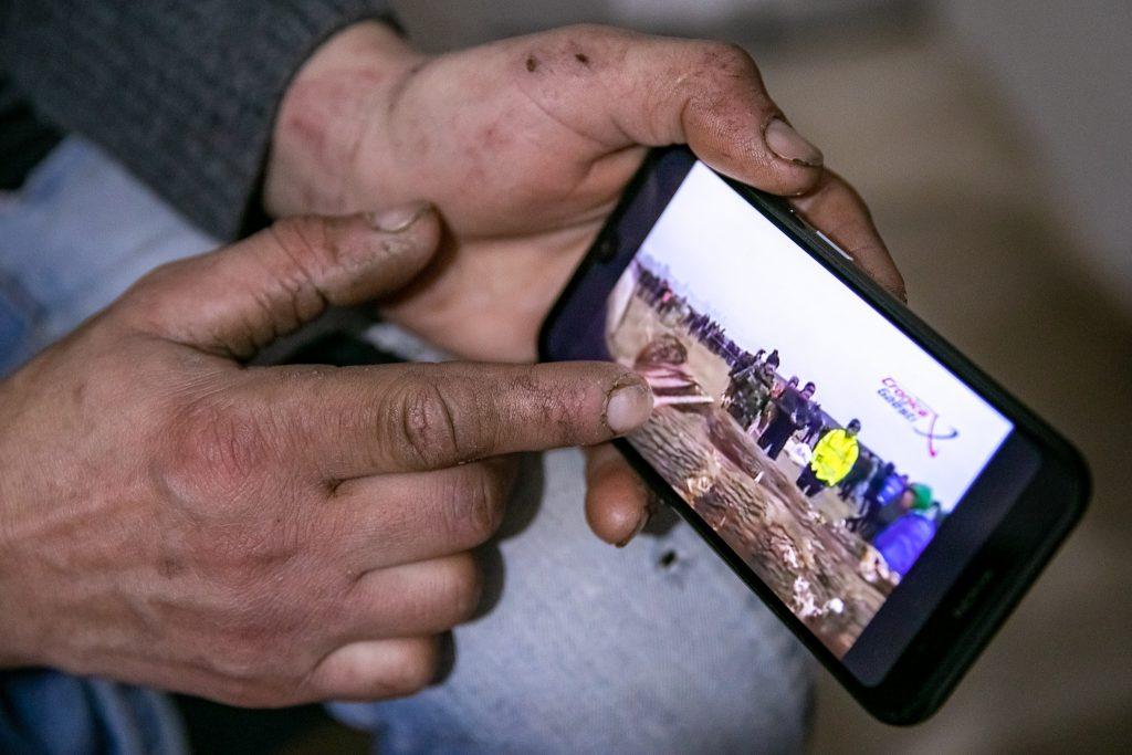 Irinel ne arată filmarea de la Botezul Cailor de anul trecut, când câțiva mulți participanți și-au biciuit caii.