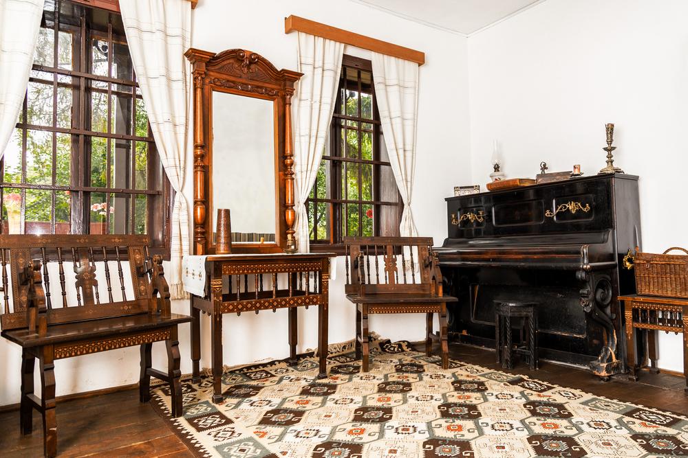 Interiorul casei memoriale Mihai Eminescu - sat Ipotești