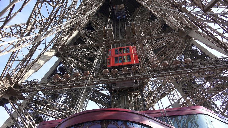 Liftul din interiorul Turnului