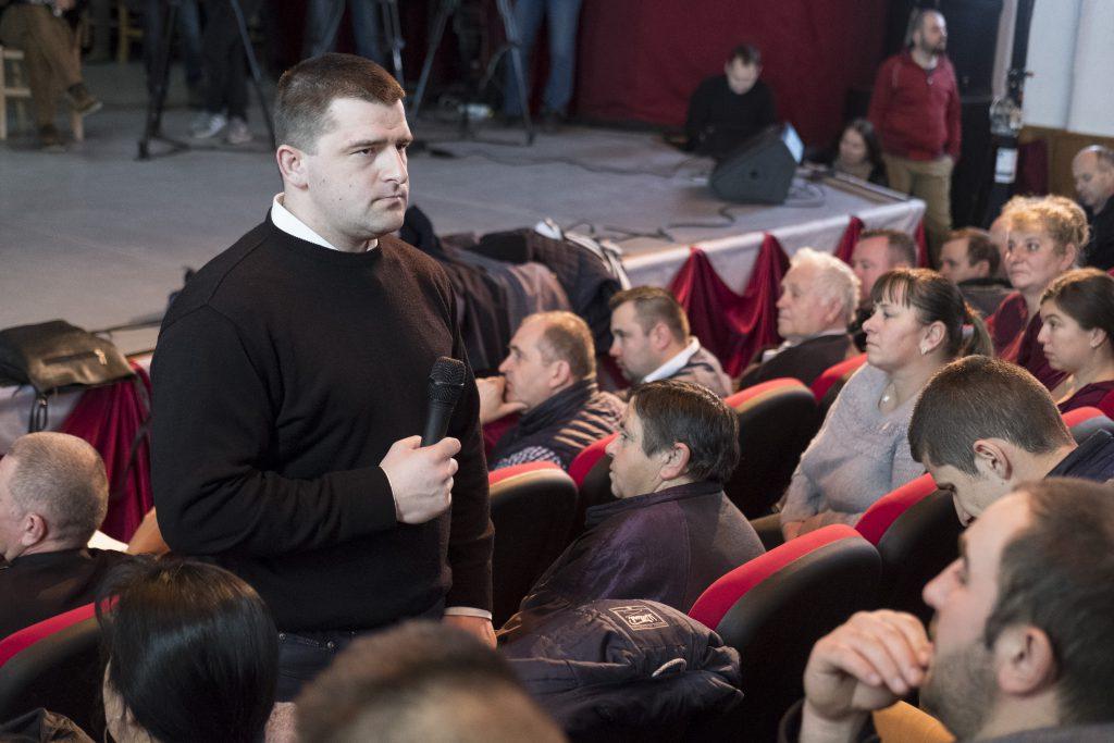 Preotul Bírók Károly participa la adunarea sătească de sâmbăta 1 februarie.
