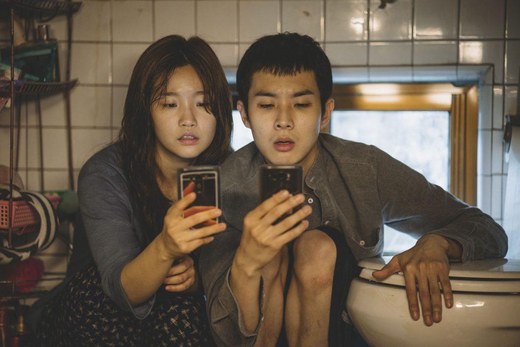 "So-dam Park și Choi Woo-shik în filmul ""Parasite"""