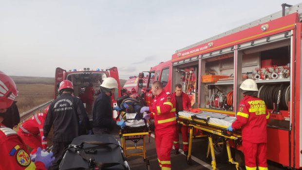 Accident grav în județul Cluj, între un TIR şi un autoturism. Trei persoane au decedat