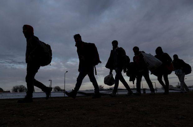 12 migranţi sirieni, prinşi când încercau să treacă graniţa în Ungaria pe jos