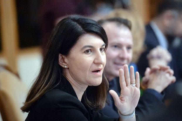 """Ministrul muncii acuză PSD de populism în privinţa pensiilor: """"Credeţi că este greu să vin cu o lege care să rămână în istorie ca Legea Violeta Alexandru, care creşte cu 80% pensiile?"""""""
