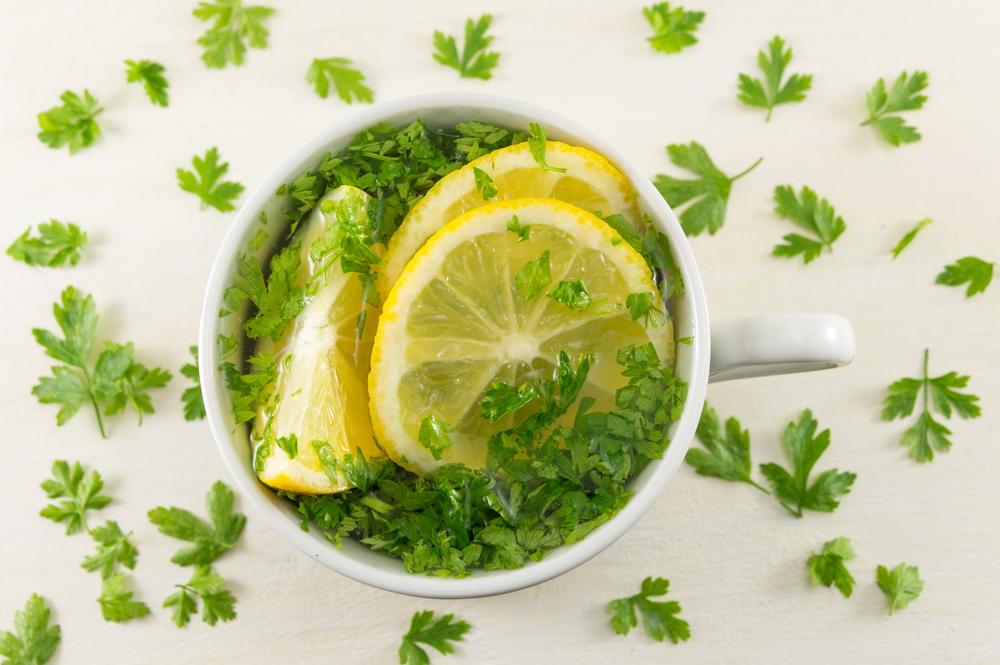 Dieta cu ceai de pătrunjel: A slăbit 5 kilograme în 3 zile