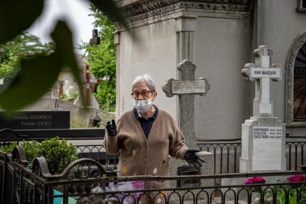 Județul unde masca de protecție a devenit obligatorie și în cimitir