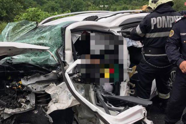 FOTO | Accident grav în Caraș-Severin. În mașinile implicate se aflau trei copii