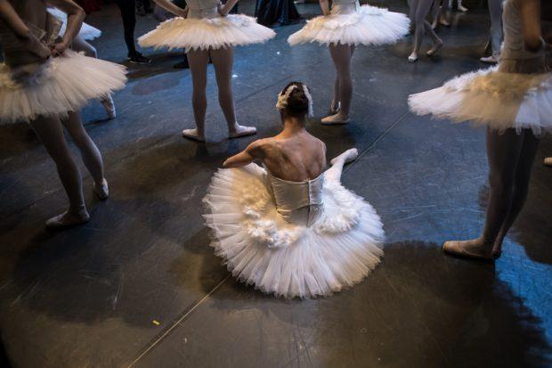 Opera de stat din Viena ia măsuri după ce elevii academiei de balet au fost sfătuiţi să fumeze pentru a rămâne slabi