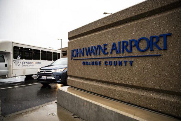 """Fiul lui John Wayne, după ce politicienii au cerut ca aeroportul din Orange County să fie redenumit: """"Tata nu a fost rasist"""""""