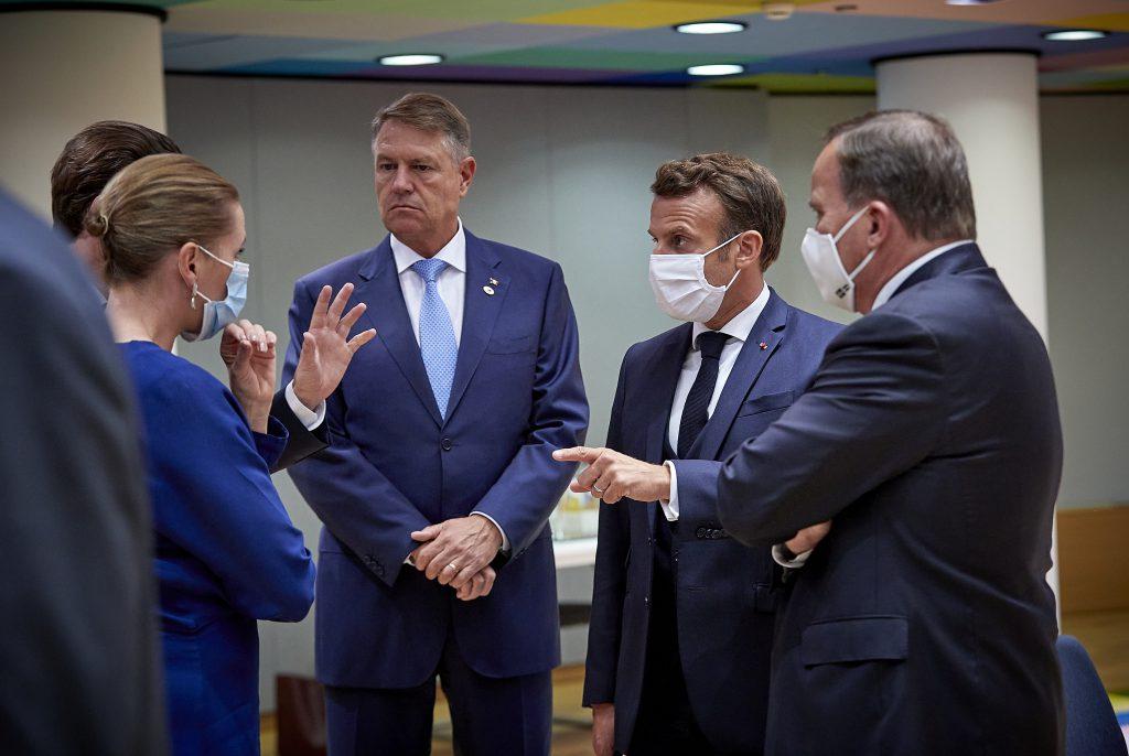 GALERIE FOTO Uite masca, nu e masca! Iohannis, fara masca de protectie la  Bruxelles! Presedintele Romaniei a mers la Consiliul European fara masca de  protectie impotriva coronavirusului, fiind printre putinii lideri europeni