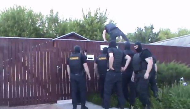 Peste 100 de locuințe ale Martorilor lui Iehova, percheziționate de polițiștii ruși