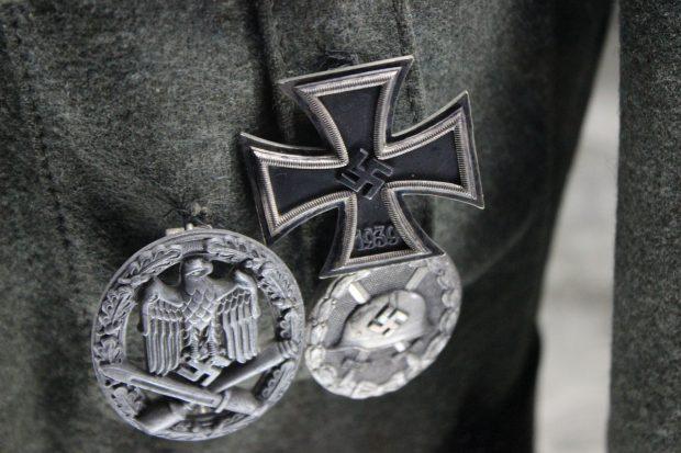 Femeie împușcată după ce a luat un steag nazist arborat în curtea unui vecin, în SUA