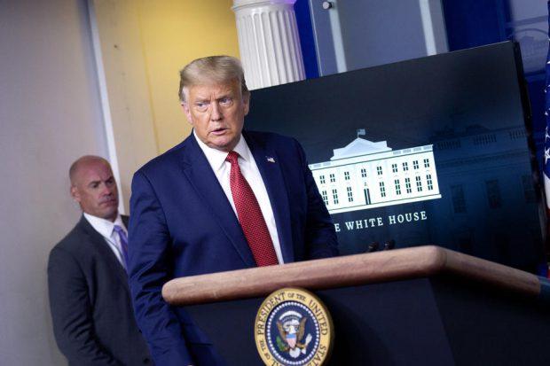 VIDEO | Conferința lui Donald Trump la Casa Albă, întreruptă de focuri de armă. Reacția președintelui după ce a fost scos din sală