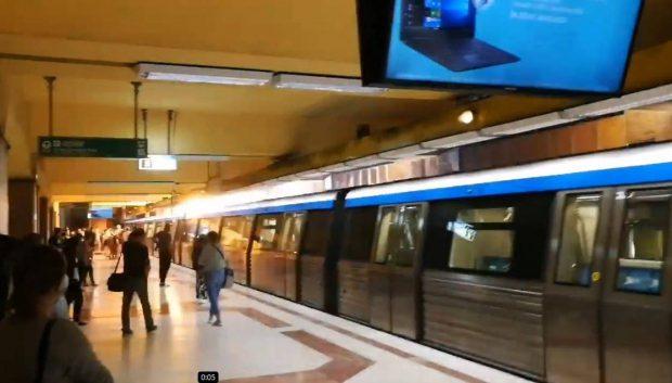 Explozie la o garnitură de metrou, în stația Tineretului. Fum în vagoane, peronul a fost evacuat. Nu există victime. Prima reacție a Metrorex