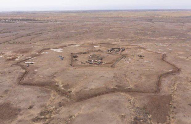 Fortăreața din mijlocul deșertului. Ce rol are structura neobișnuită construită de francezi în Mali