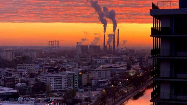 Poluarea creşte cu 21% mortalitatea COVID-19 în România. Care este procentul la nivel european