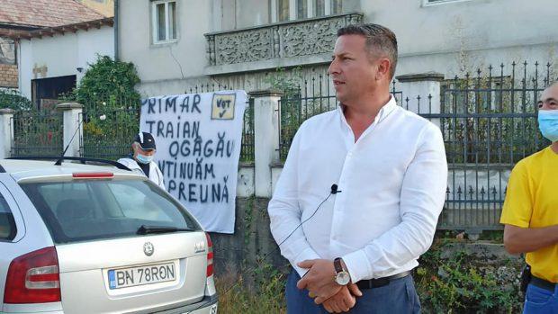 Cine este Traian Ogâgău, primarul filmat în timp ce îşi umileşte fetiţa dezbrăcată