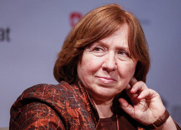Svetlana Alexievici, laureată a premiului Nobel,  a părăsit Belarusul