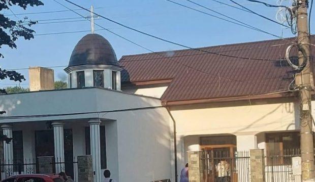 Într-o localitate din Tulcea, elevii învață în capela mortuară. Școala și liceul sunt în reabilitare