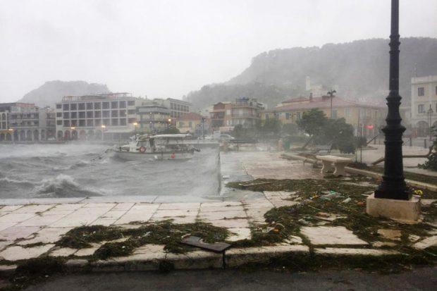 VIDEO | Coșmar pentru românii aflați în vacanță în Grecia, după ce uraganul Ianos a lovit Insulele Ionice