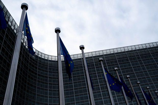 Comisia Europeană cere României să transpună corect legislaţia UE care incriminează rasismul şi xenofobia