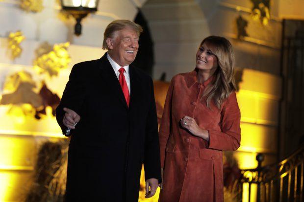 """FOTO  """"#FakeMelania"""". Donald Trump ar fi folosit din nou o dublură în locul soției sale"""
