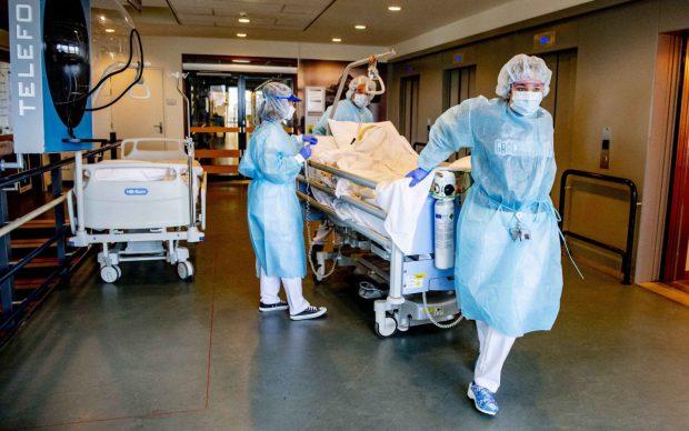 Ministerul Sănătății crește cu peste 100 numărul de paturi ATI destinate bolnavilor COVID, în București