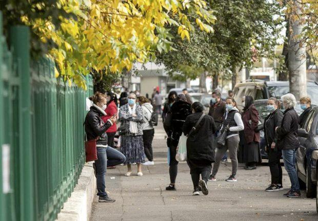 Ce înseamnă intrarea Bucureștiului în scenariul roșu: masca devine obligatorie în toate spațiile deschise, se închid restaurantele, teatrele și sălile de jocuri