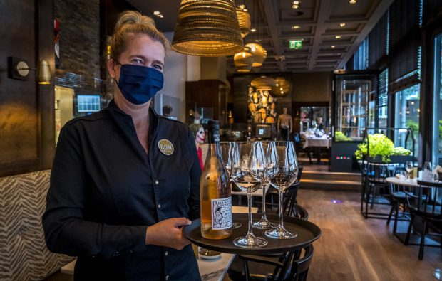 Olanda amână relaxarea restricţiilor anti-COVID