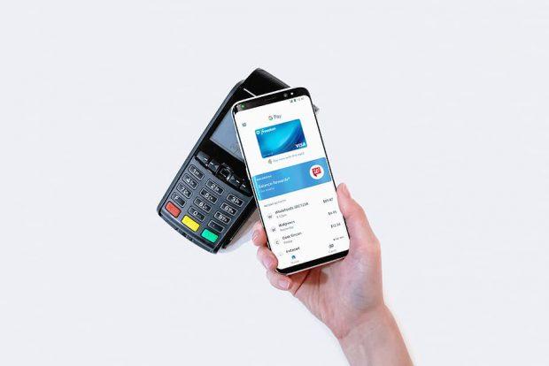 Românii pot folosi Google Pay pentru a plăti cu telefoanele sau online