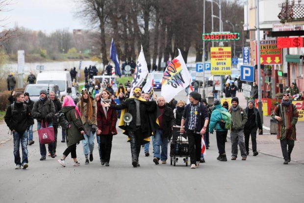 Proteste în Germania împotriva restricțiilor impuse pentru protejarea împotriva COVID-19