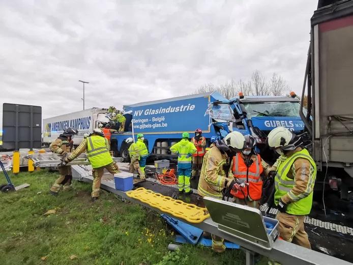 Camionero rumano con piernas aplastadas, su esposa, que está embarazada, necesita ayuda para ir a Bélgica, para estar con él