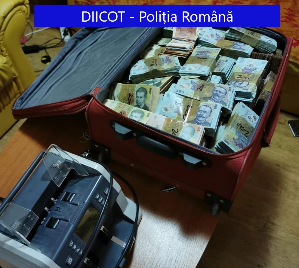 VIDEO / Saci cu bani găsiți în casa din Otopeni a unuia dintre cei mai mari traficanți de droguri din București