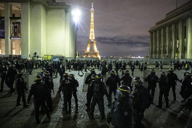 Franța începe un program de relaxare a restricțiilor în trei pași, după o lună de carantină generală