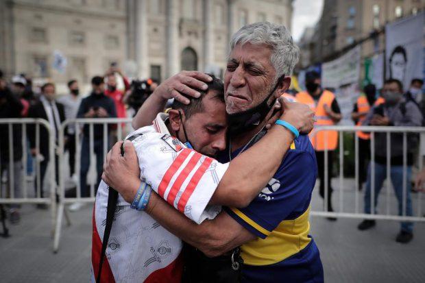 Ziua cea mai tristă. Cum l-a plâns Argentina pe Maradona. Imagini de la funeraliile fostului mare fotbalist