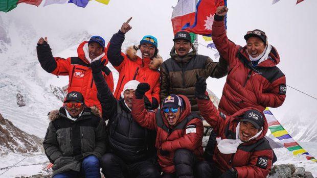 Alpiniștii nepalezi au ajuns pe vârful muntelui K2 în plină iarnă, înaintea lui Alex Găvan