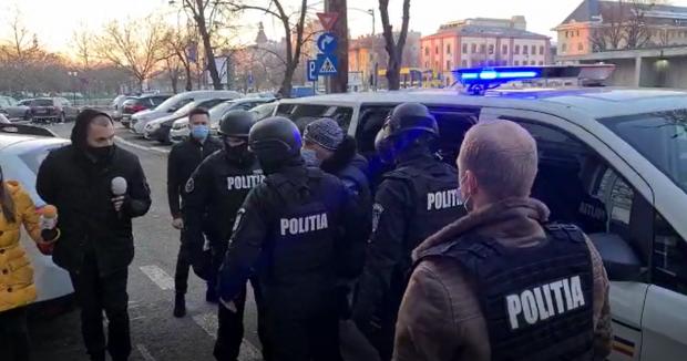 VIDEO | Cine este interlopul care a lovit cu maşina un cărucior în care se afla un bebeluş. Individul este unul dintre cei mai mari bătăuși din București