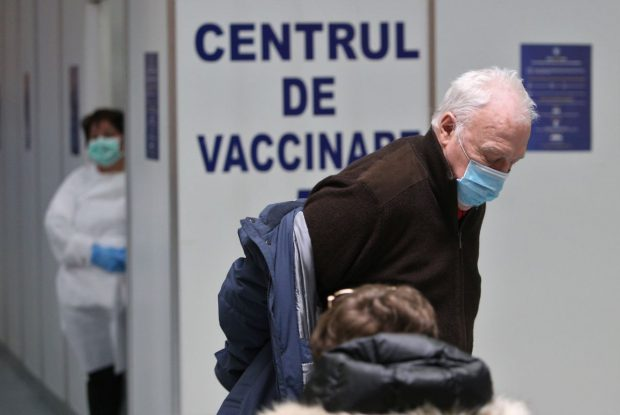 INVESTIGAȚIE | România are 213 centre de vaccinare deschise pentru vârstnici și bolnavi cronici și 340 deschise și rezervate personalului medical și din domeniile esențiale