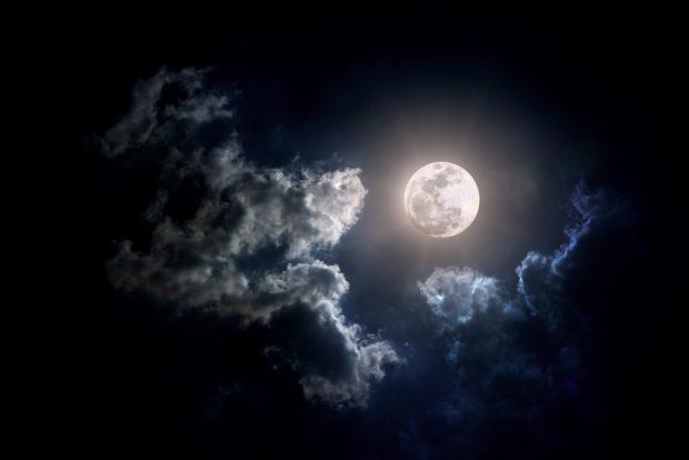 Luna plină din 23 iulie. La ce trebuie să aibă grijă zodiile în această perioadă