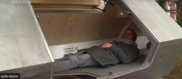 """""""Capsule de dormit"""" pentru persoanele fără adăpost, instalate de autoritățile din orașul german Ulm"""