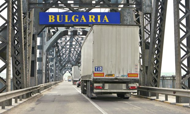 Cinci români, cercetați penal, după ce au vrut să intre în Bulgaria cu teste COVID-19 false