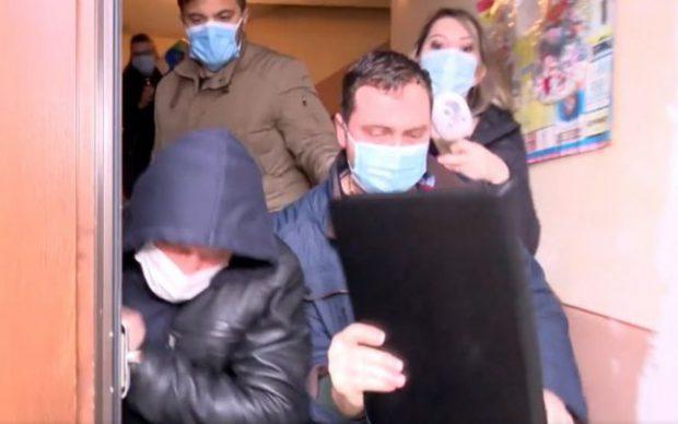 """Mai mulți polițiști din Timișoara, cercetați după ce au agresat jurnaliştii unui post de televiziune. Reporter: """"Ia mâna de pe mine"""""""