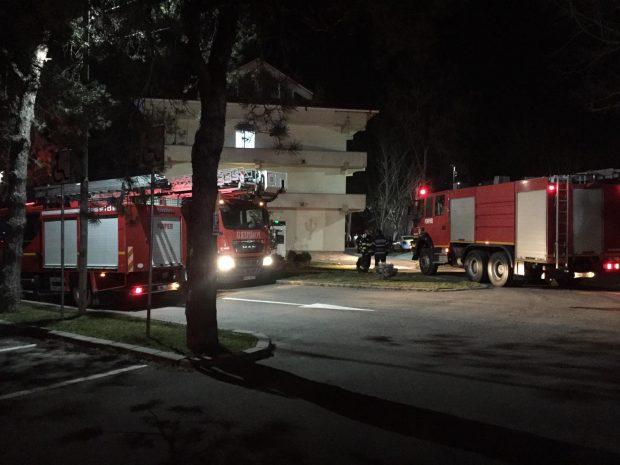 Incendiu la Spitalul de Psihiatrie din Craiova, provocat de un pacient. Trei cadre medicale au fost rănite, după ce au sărit de la etajul 1