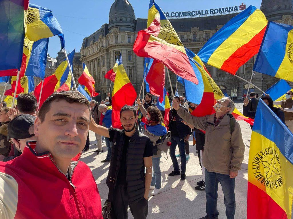 O nouă zi de proteste anti-restricții în București. Câteva sute de manifestanți s-au strâns în mai multe zone ale Capitalei