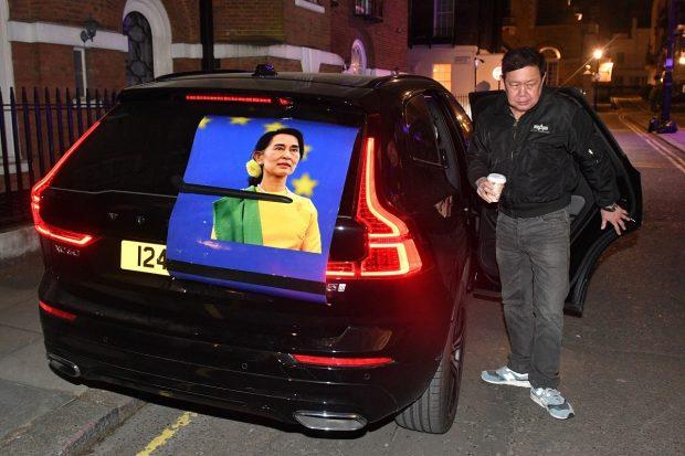 Ambasadorul Myanmar la Londra a dormit în mașină, după ce a fost expulzat din ambasadă de atașatul militar