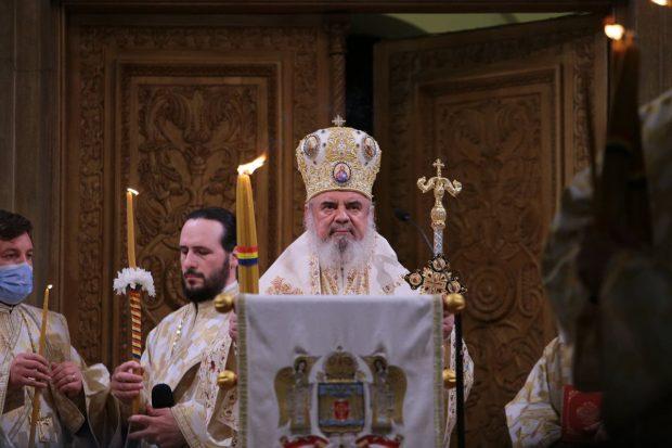 Ce le-a transmis credincioșilor Patriarhul Daniel, după slujba de Înviere