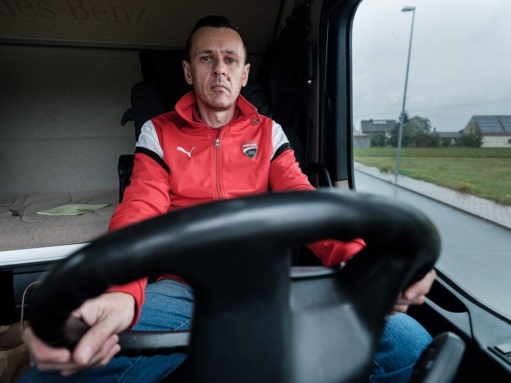 """Los abusos que sufren los camioneros rumanos en Alemania, por miedo a perder sus puestos de trabajo.  """"Le dije al jefe, pero se rió en mi nariz"""""""