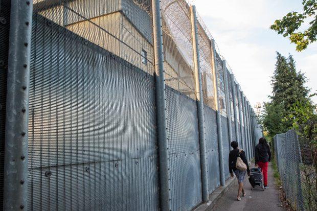 Abuzuri post-Brexit în Marea Britanie. Cetățeni din UE luați din aeroport, închiși în centre de detenție și apoi expulzați